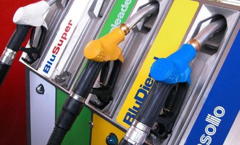 Aumenti prezzi diesel e benzina al rient
