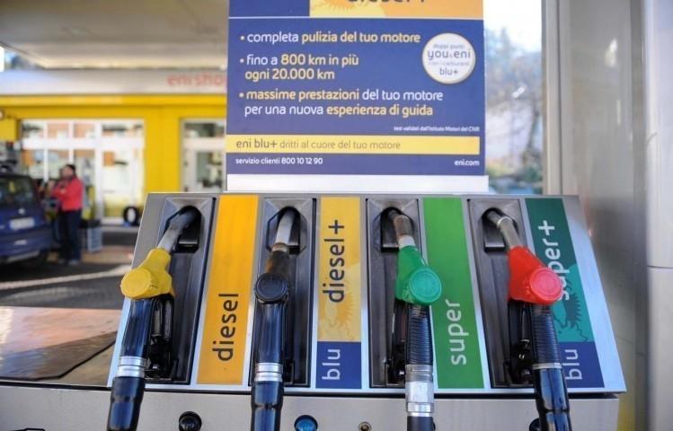 Benzina ben oltre Diesel per carburante