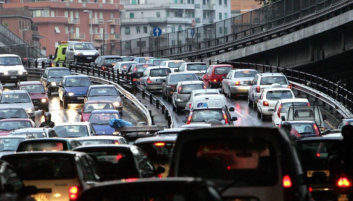 Blocco auto diesel città e regioni. Coda