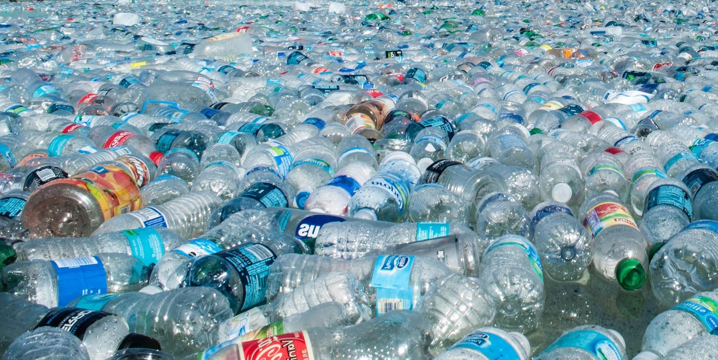 Bottiglie acqua minerale, analisi su 13