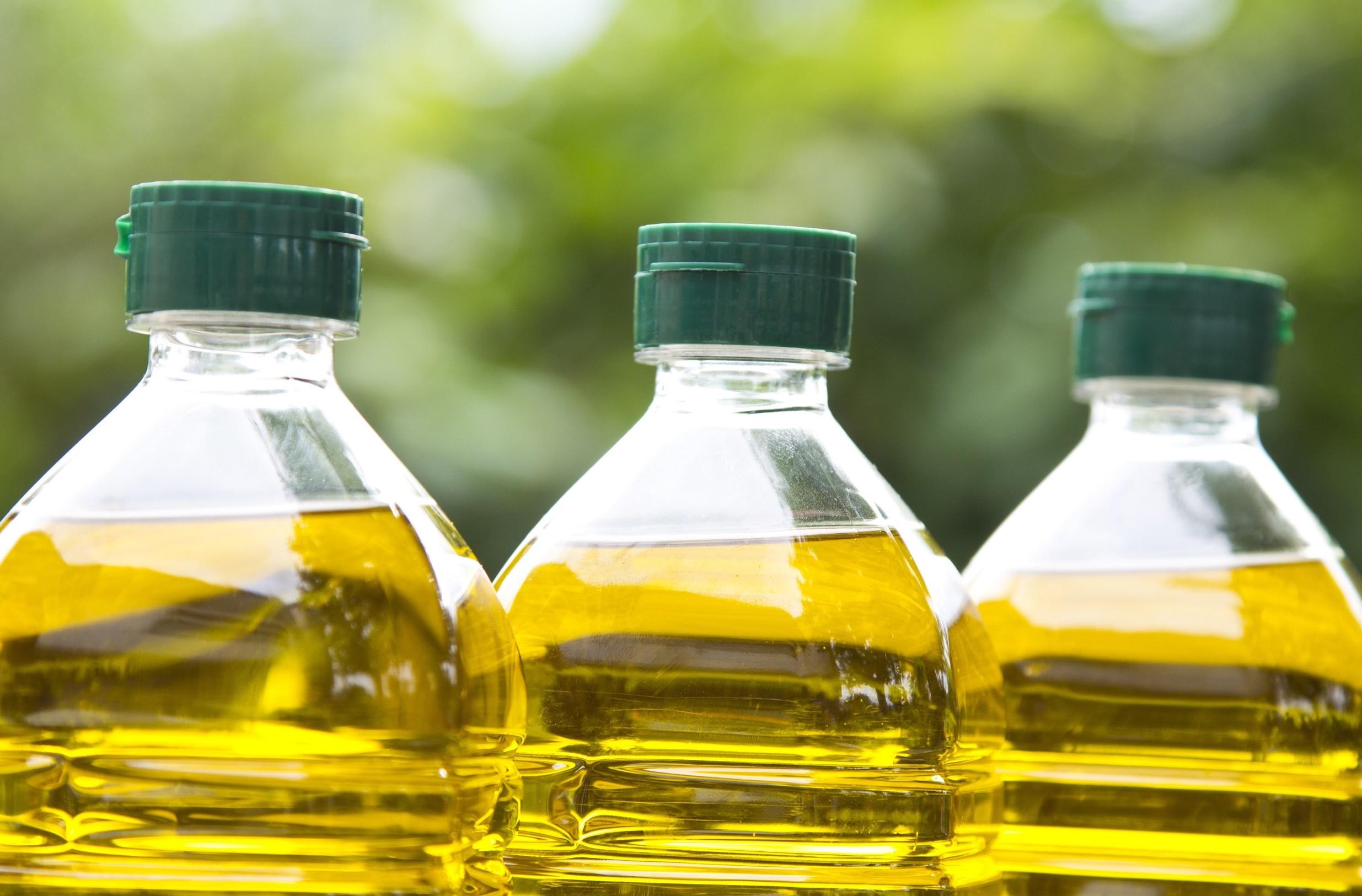 Bottiglie olio di oliva sono da rivedere