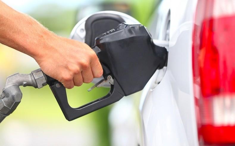 Carburanti, ai distributori prezzi salgo
