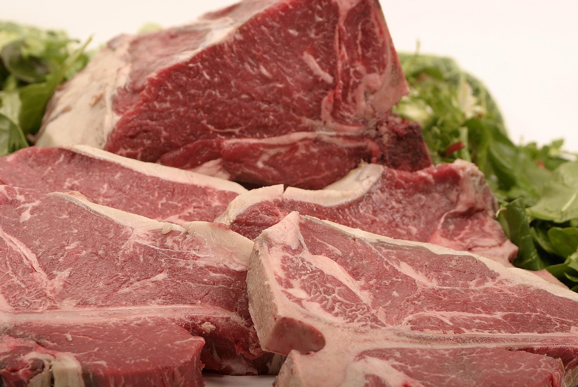 Carne con sempre più batteri in vendita