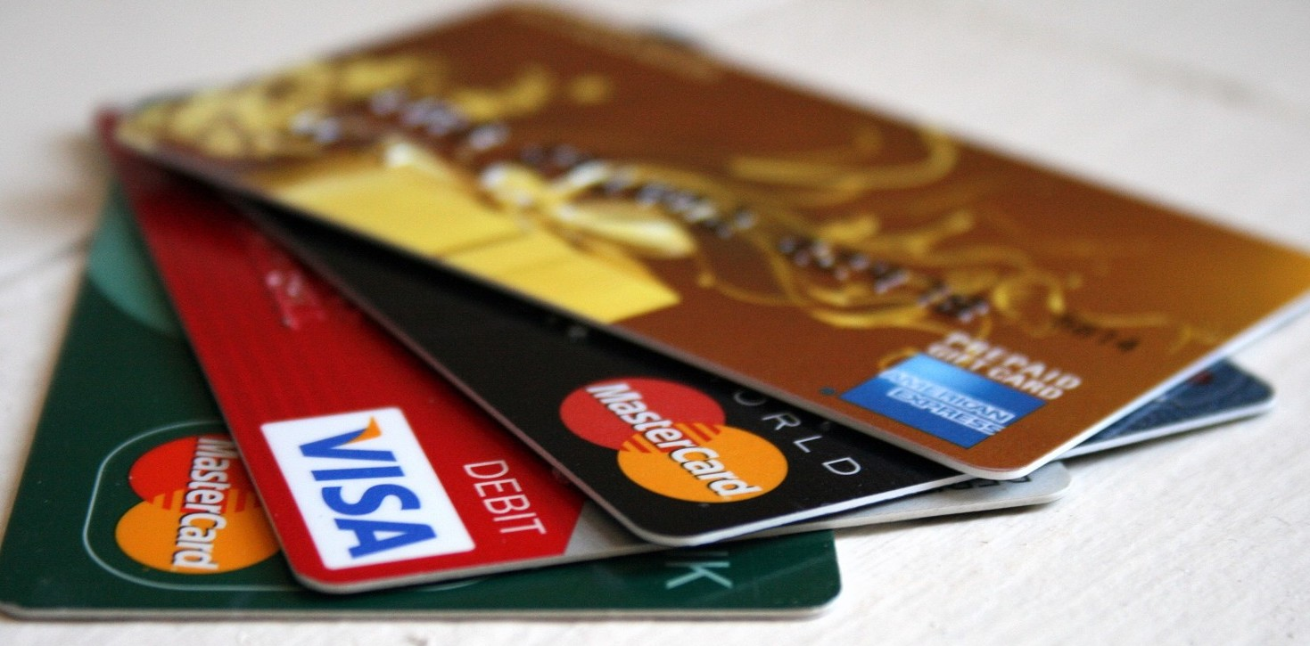 Carta di credito clonate, banche non rim