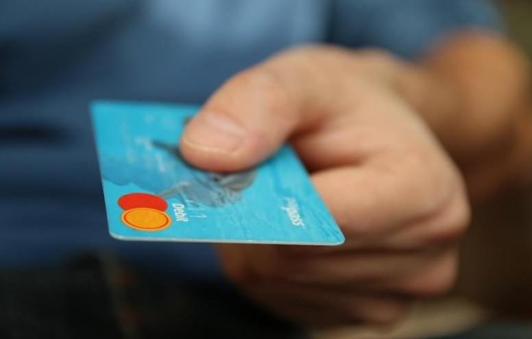 Ritrovano una carta di carta di credito
