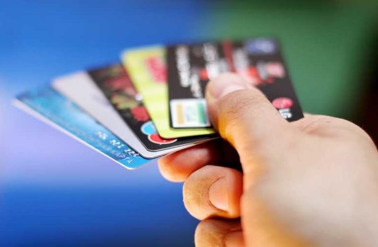 Carte di credito, non servono più le fir