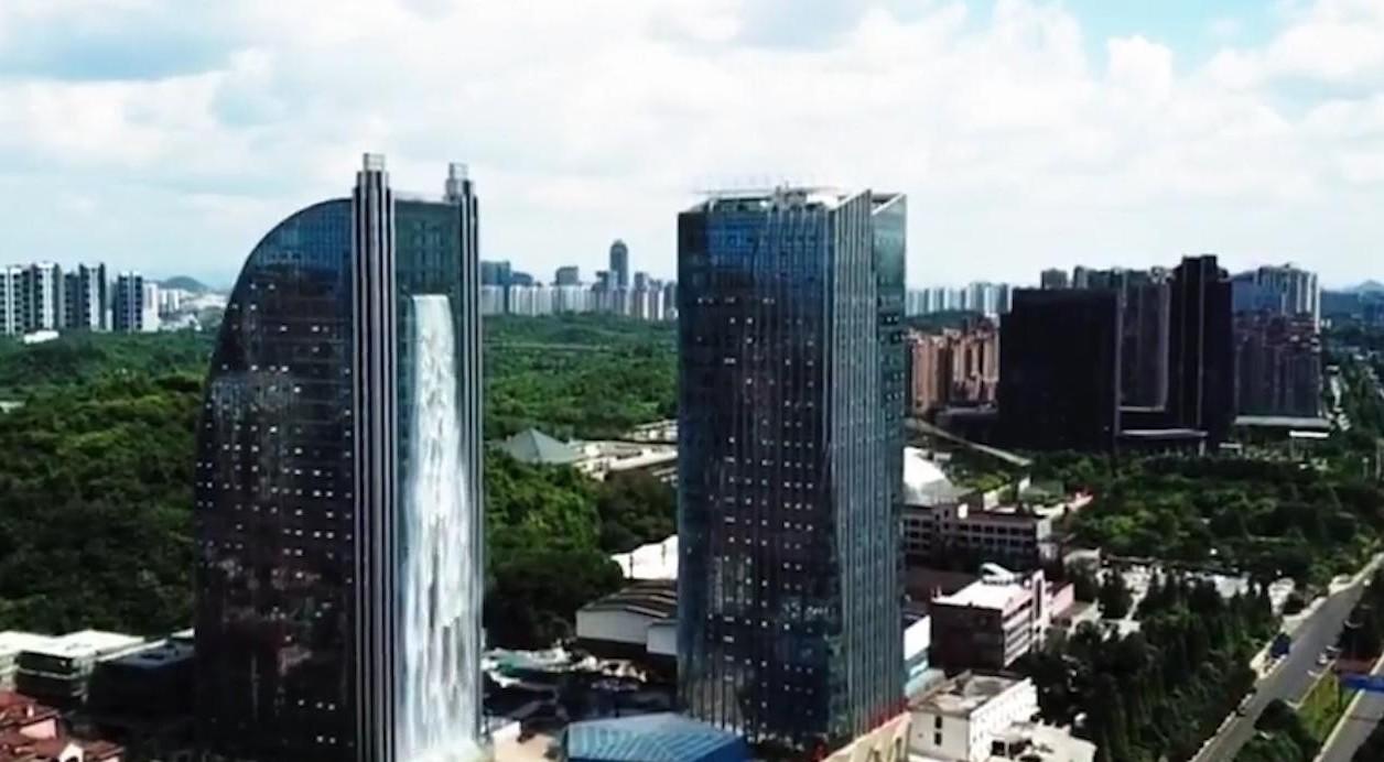Cascata dal grattacielo è la più alta de