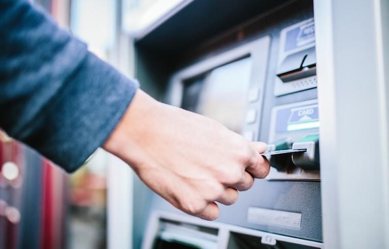 Conti correnti banche in crisi: cosa suc
