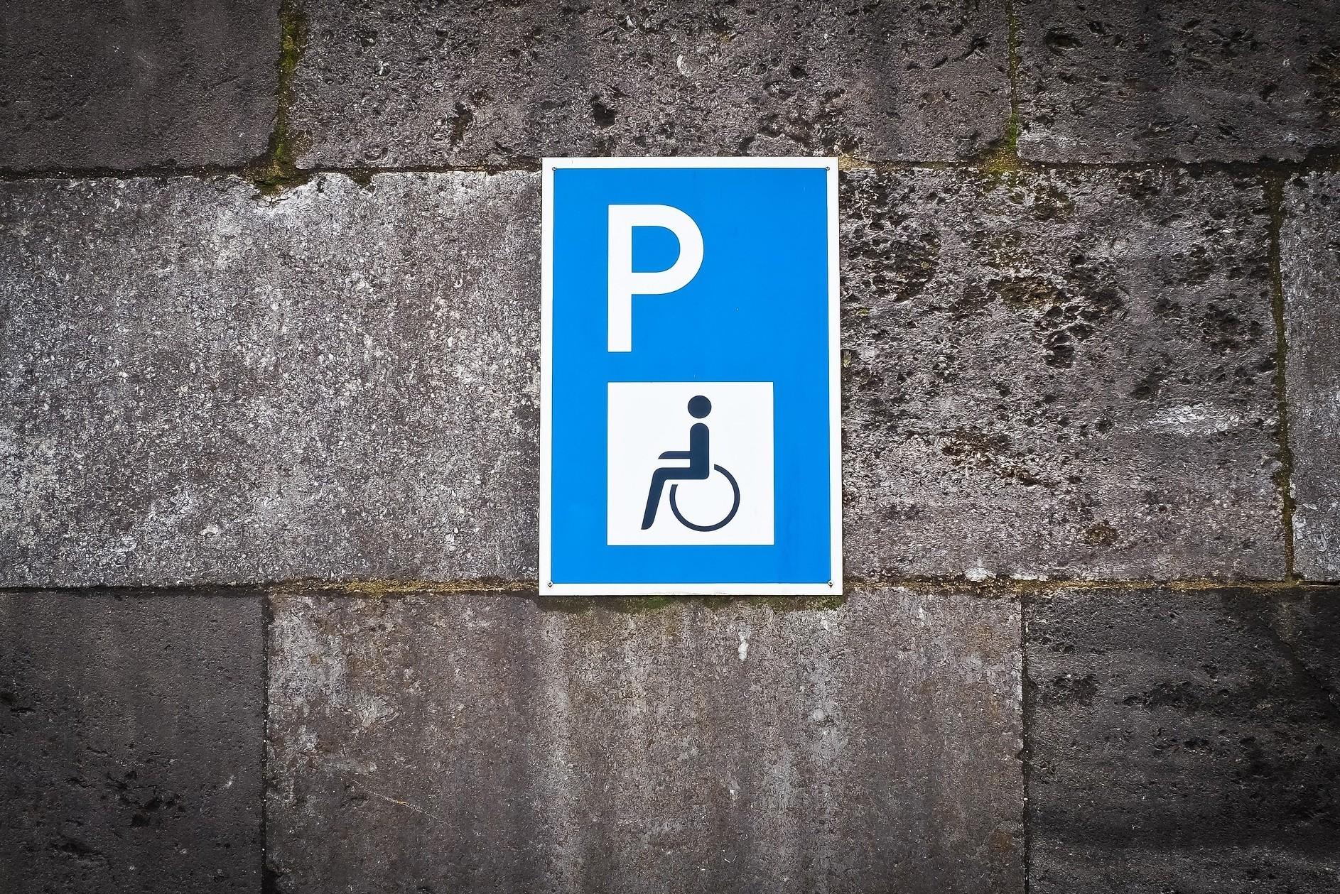 Contrassegno auto disabili e invalidi, c