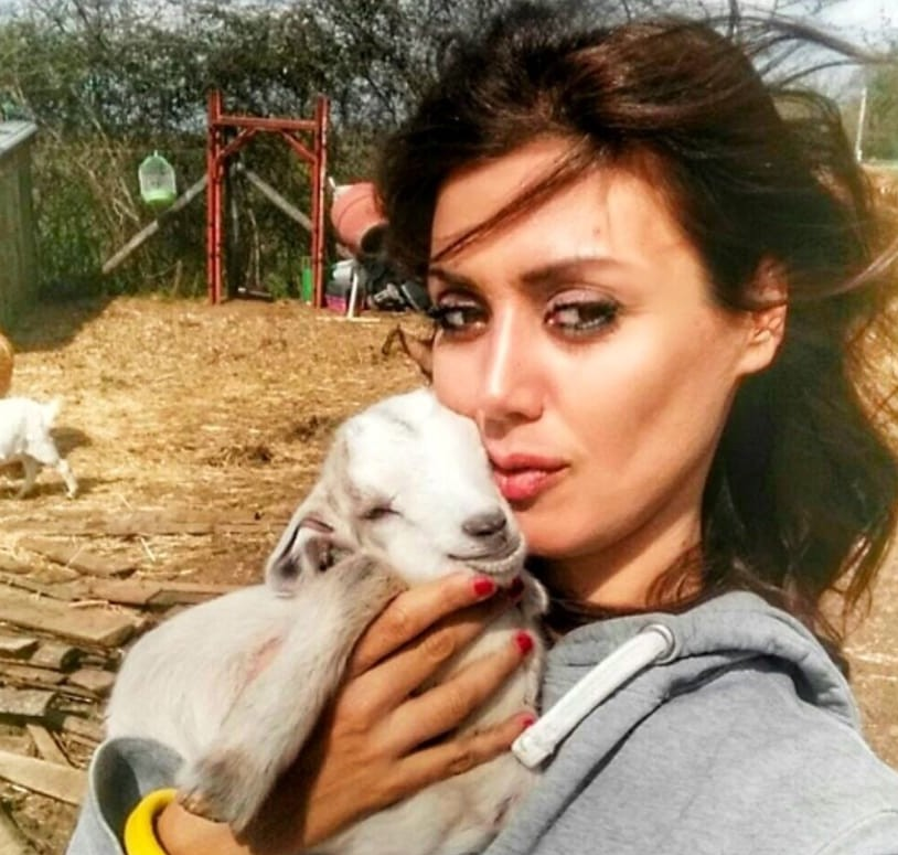 Daniela Martani, vegani sembrano una set