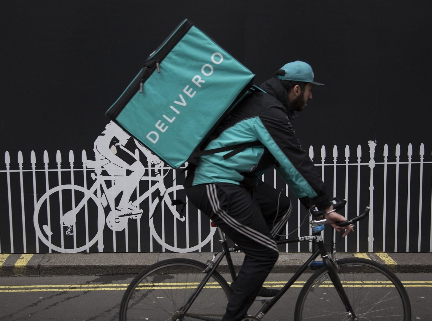 Deliveroo, lavoratori in protesta no al