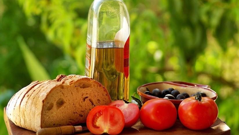 Dieta mediterranea: si allunga la vita d