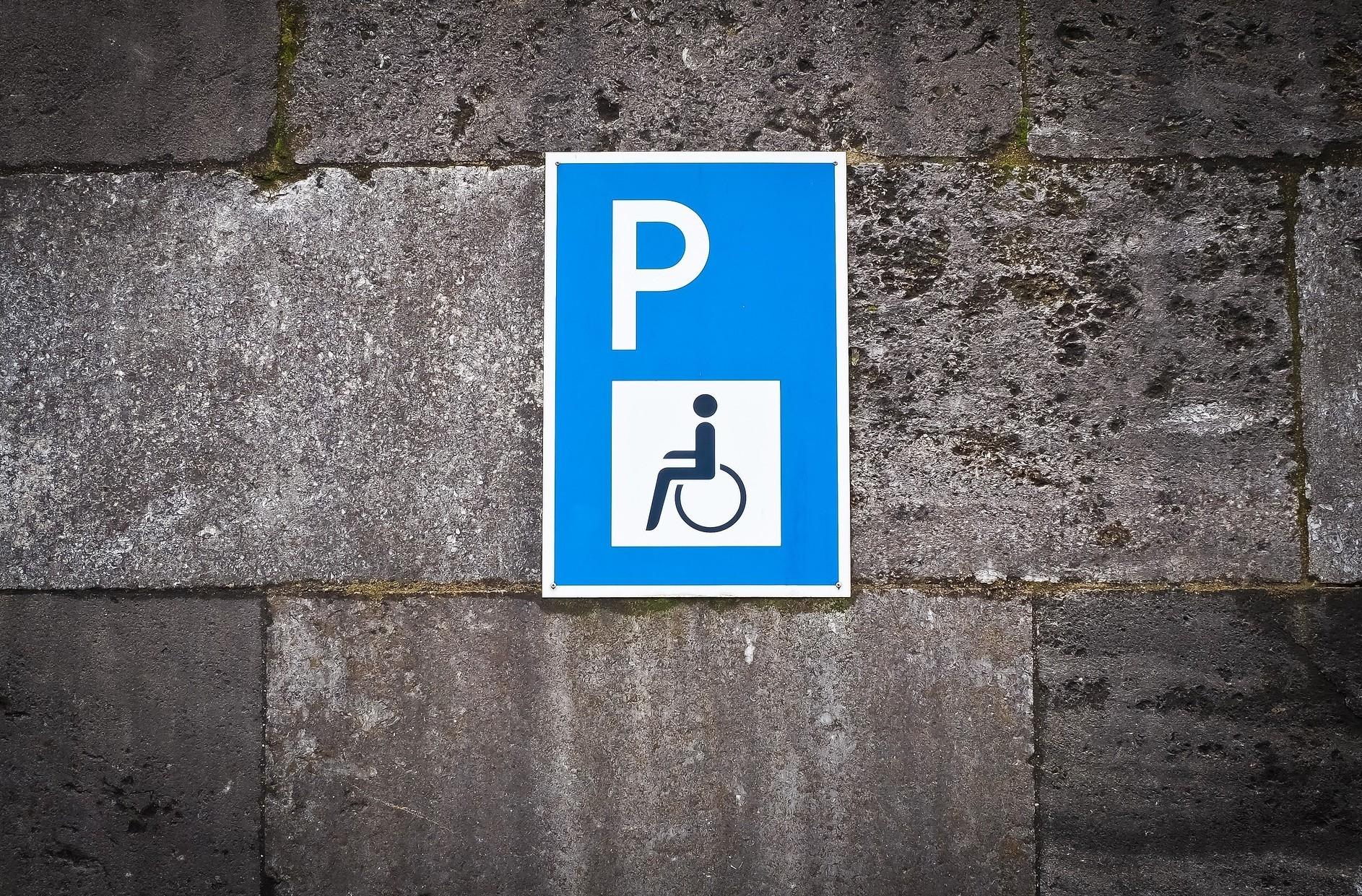Diritto al parcheggio disabile sotto cas