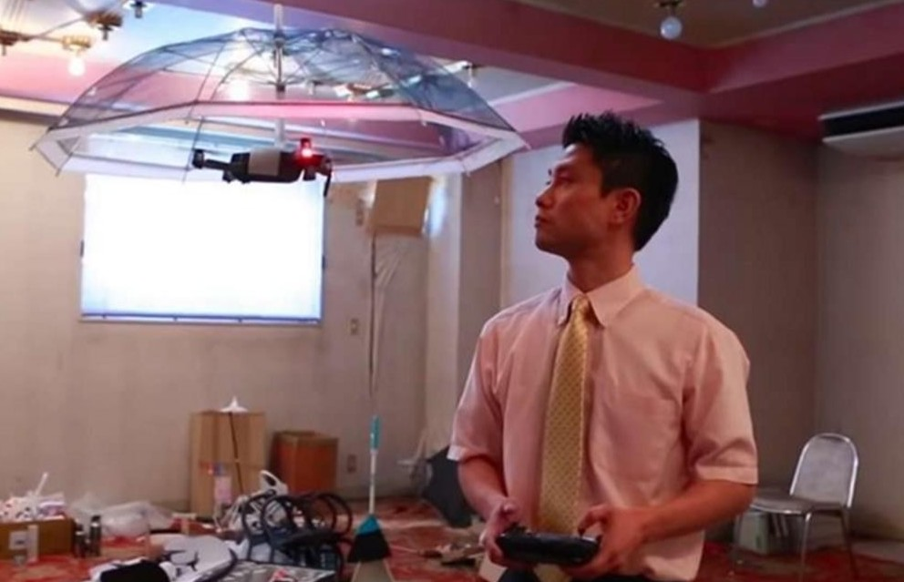 Drone-ombrello per proteggersi dalla pio
