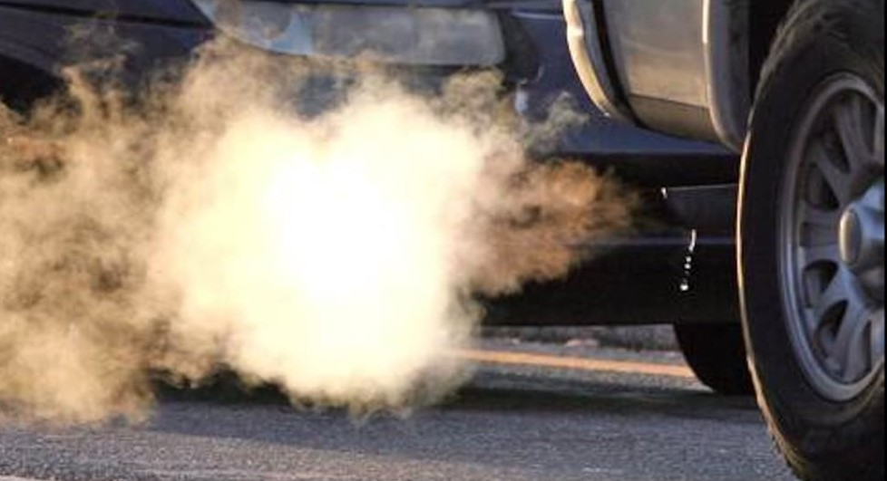 Emissioni auto, meno smog tassando chi i