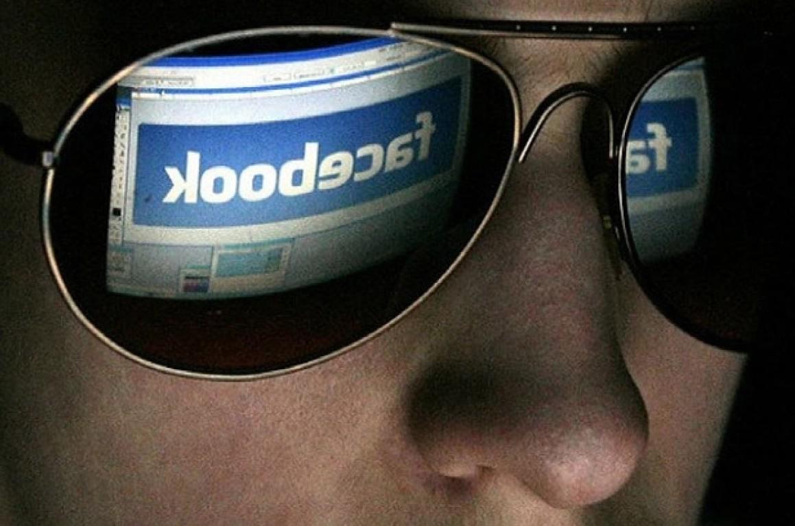 Facebook ascolta telefonate e conversazi