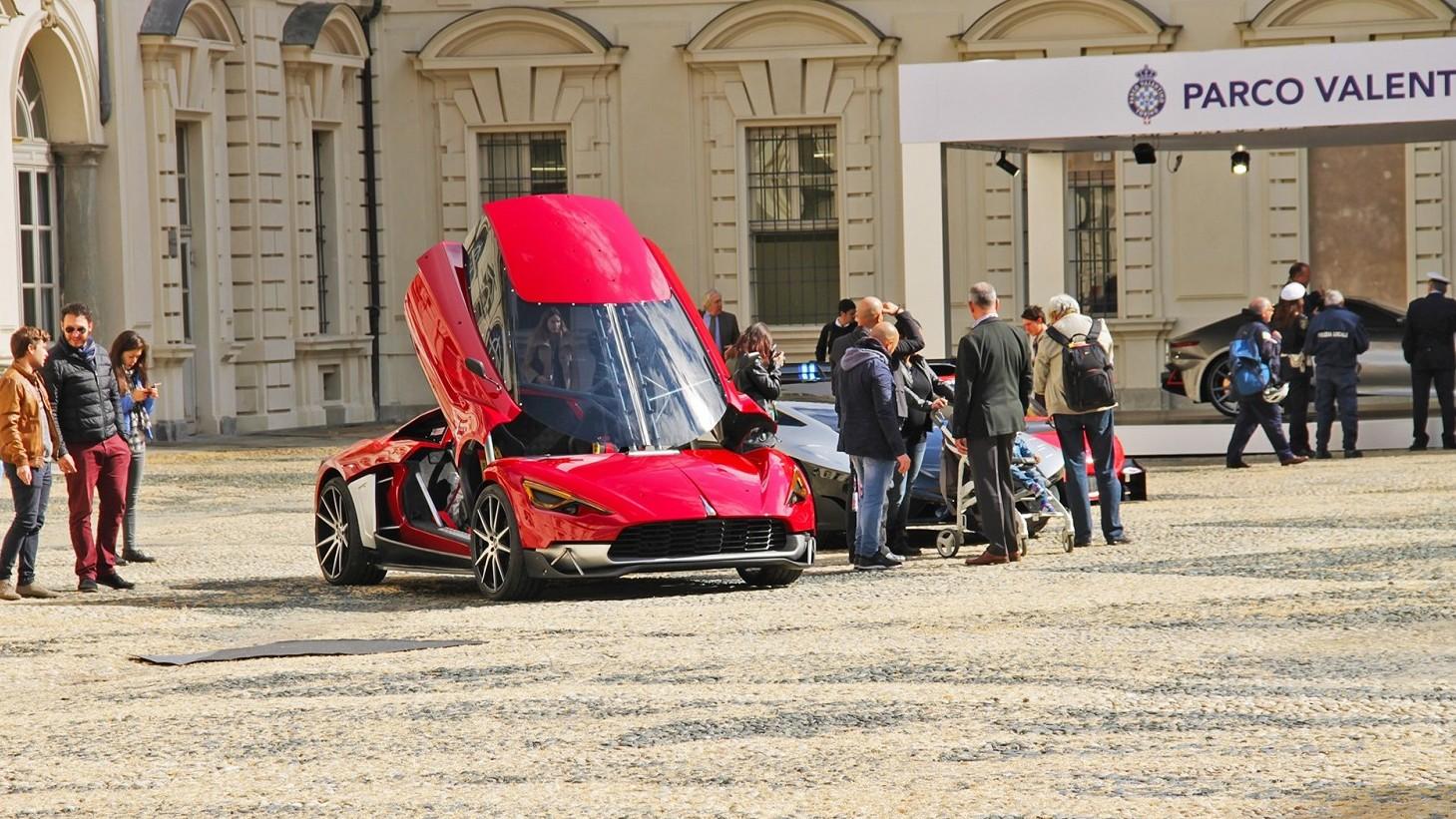 Festa auto tra supercar e vetture smart