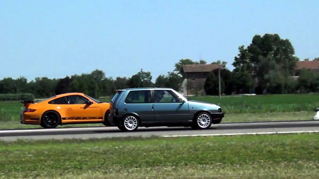 Fiat Uno Turbo vs Porsche Cayman S, ecco