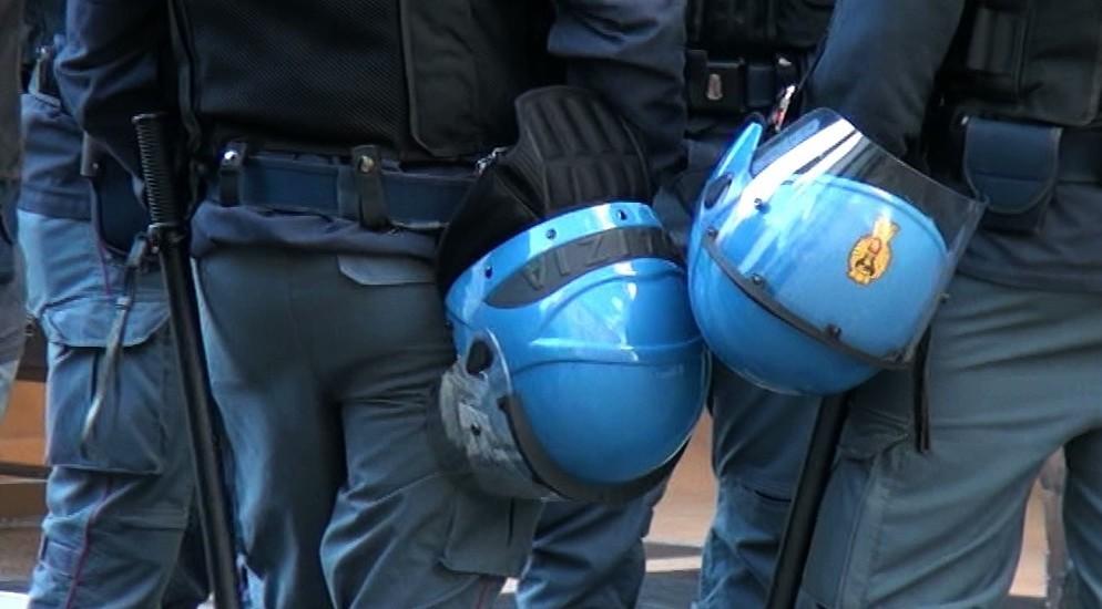 Forze dell'ordine, carabinieri, polizia,