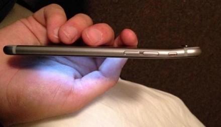 iPhone 6 si piega ma anche altri cellula