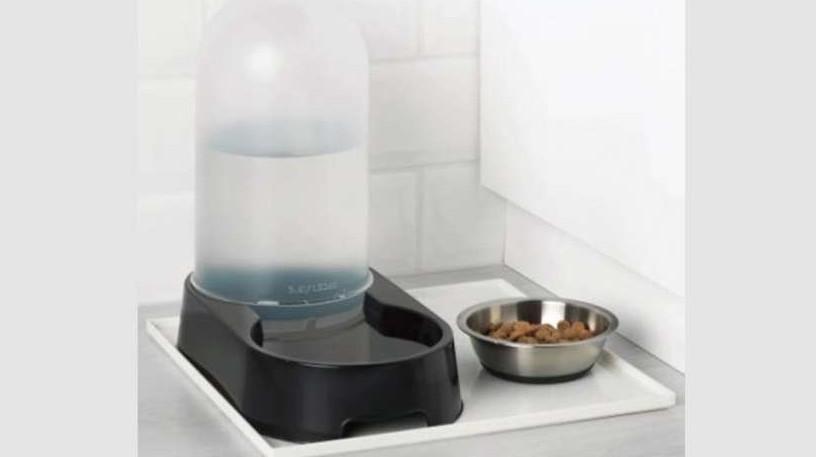 Mobili Per Gatti Ikea : Ikea ritira lurvig il distributore d acqua per cani e gatti per