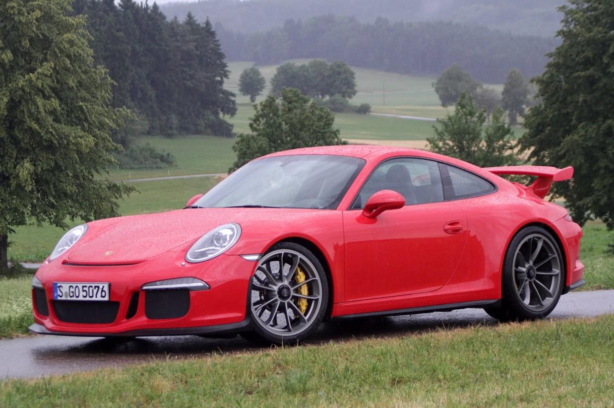 In autostrada su una Porsche andava a 38