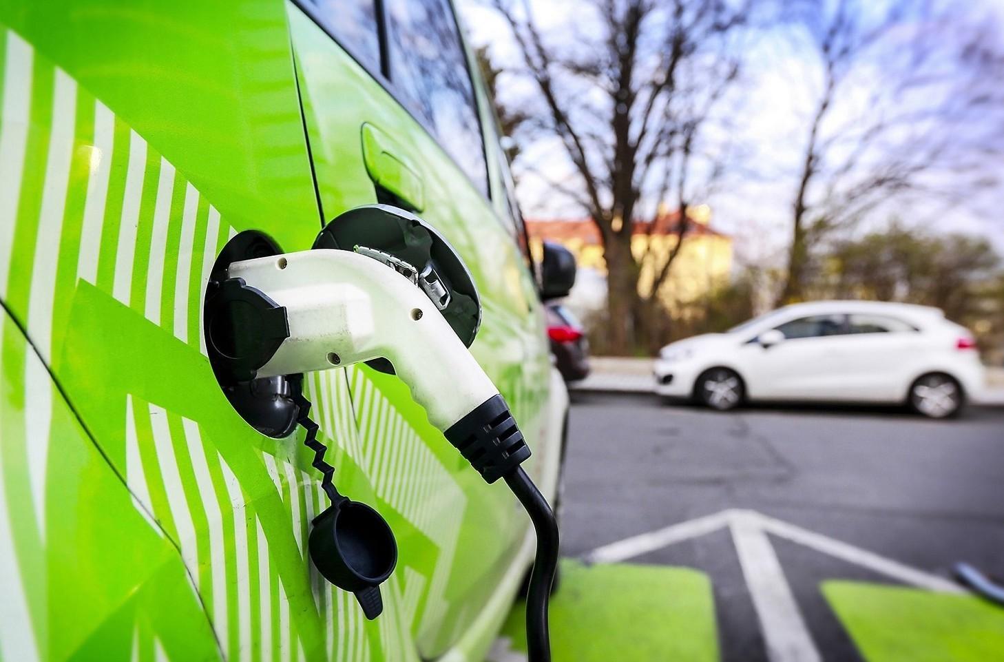 Incentivi auto elettriche, ibride e a me
