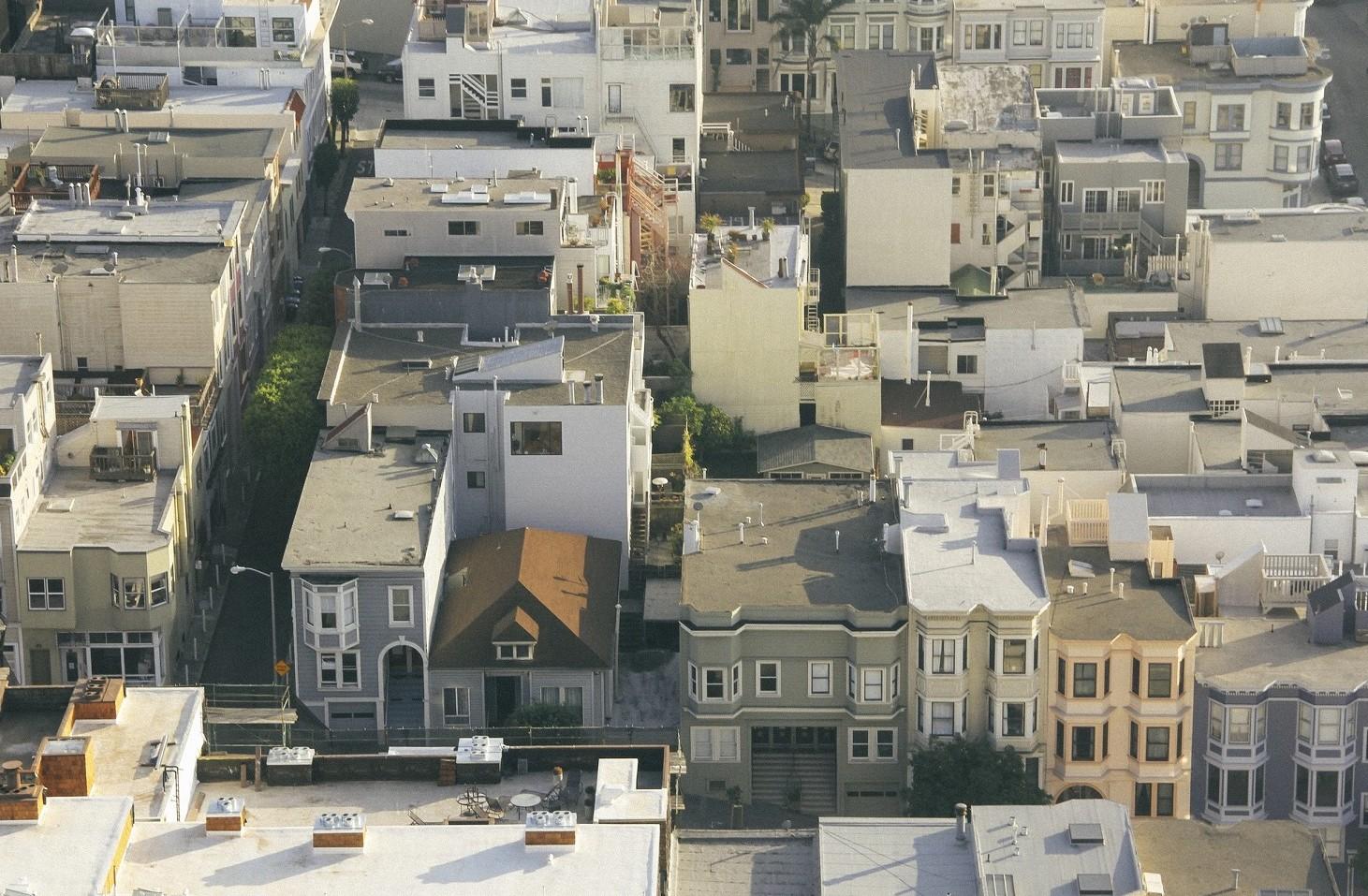 Vivere in città o in Paese, i costi sono