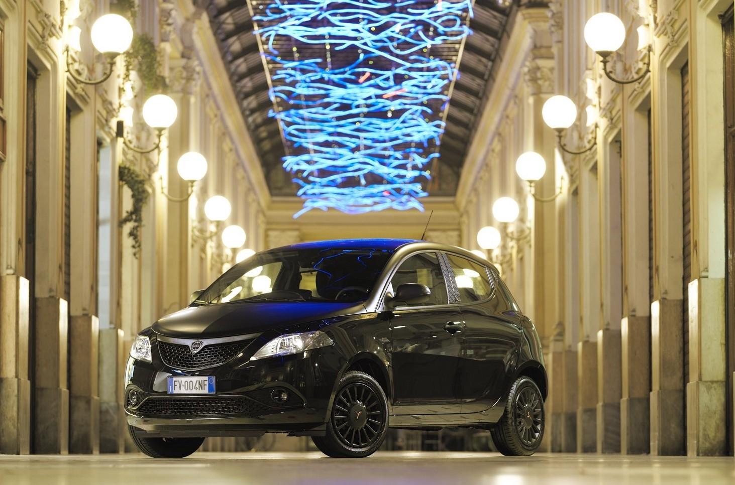 Lancia Ypsilon speciale: Black and Noir.