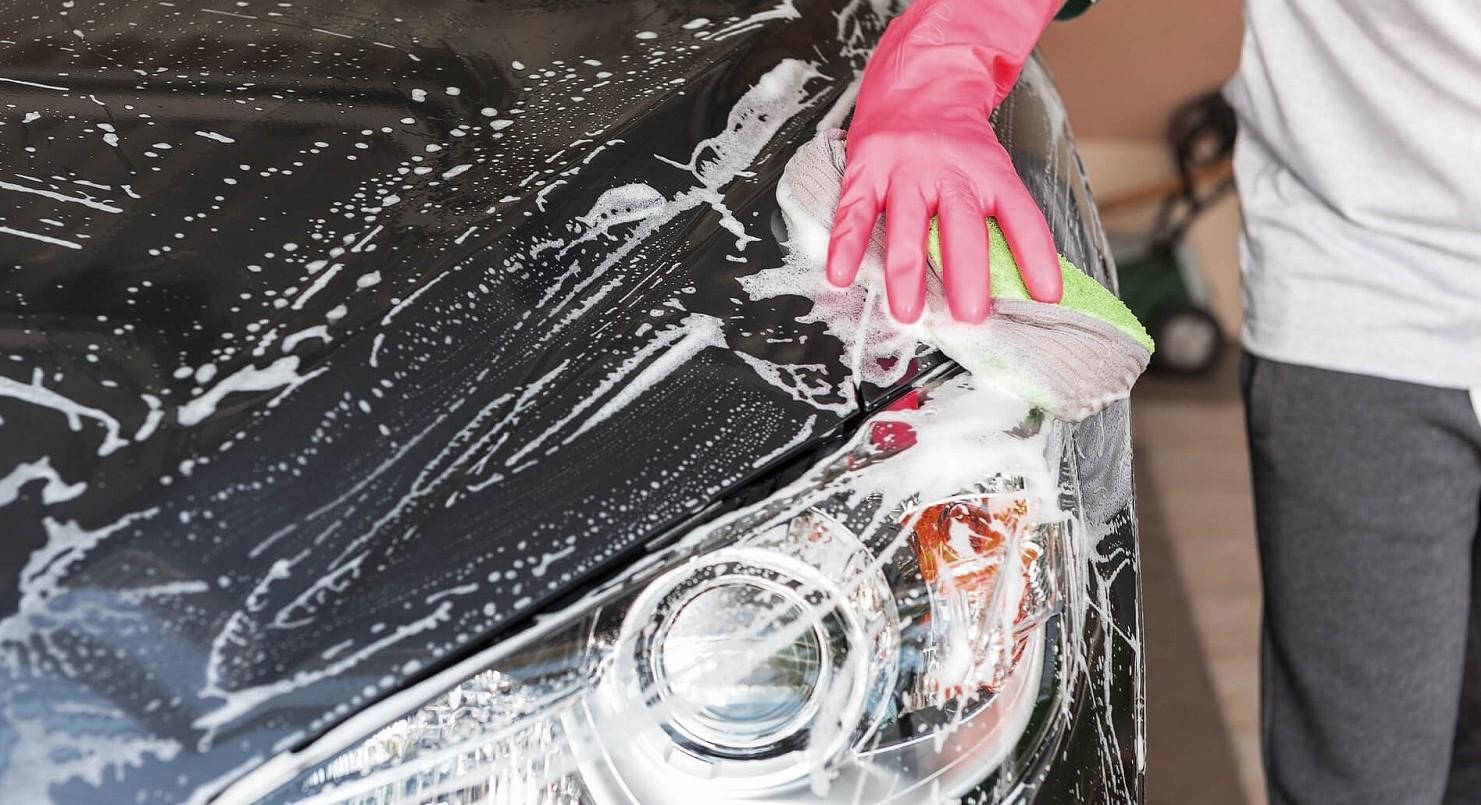 Lavare l'auto a mano al meglio, tutti i