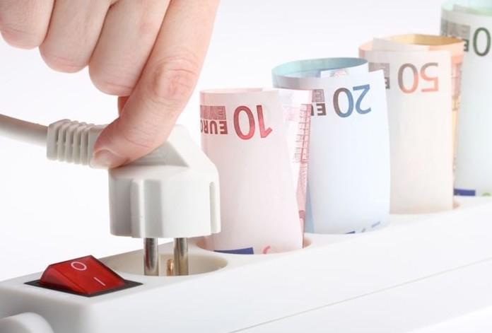 Rincari gas e luce: tutte i costi maggio