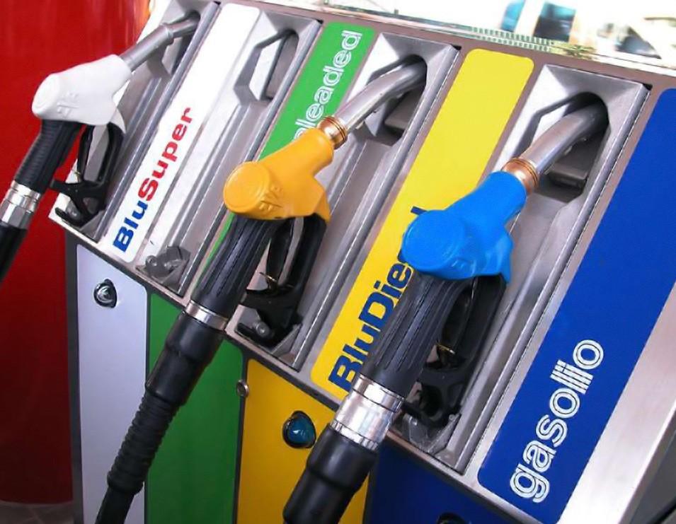 Manovra, accise benzina taglio per 250-3
