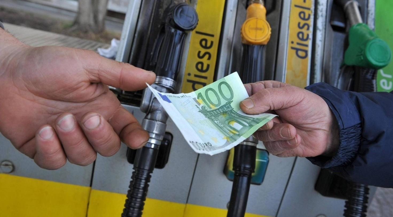 Benzina costo minore nelle Marche, elimi