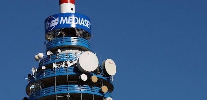 Mediaset-Vivendi, la battaglia si fa più