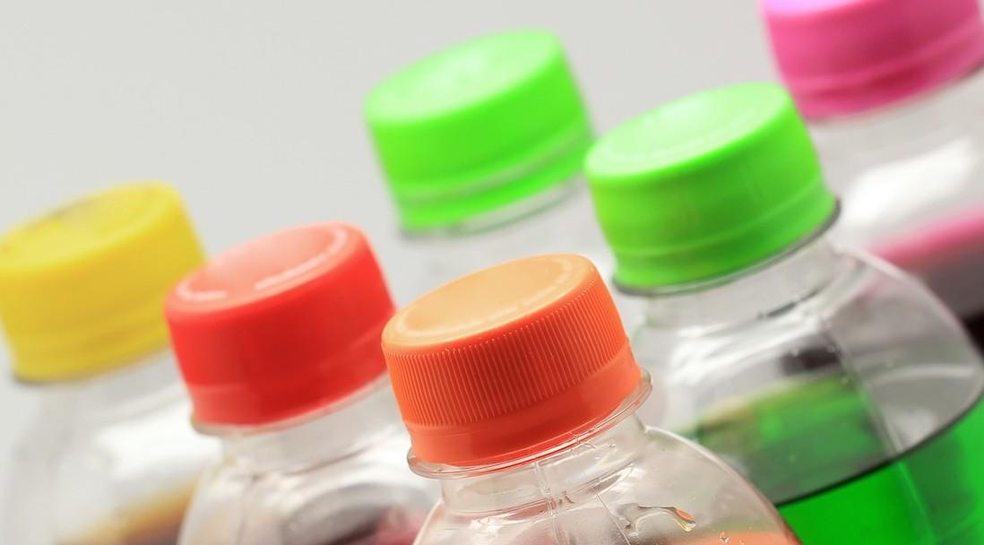 Bottiglie di plastica, bibite e tante be
