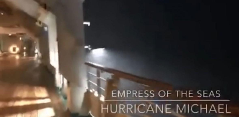 In mezzo all'uragano Michael, una nave d
