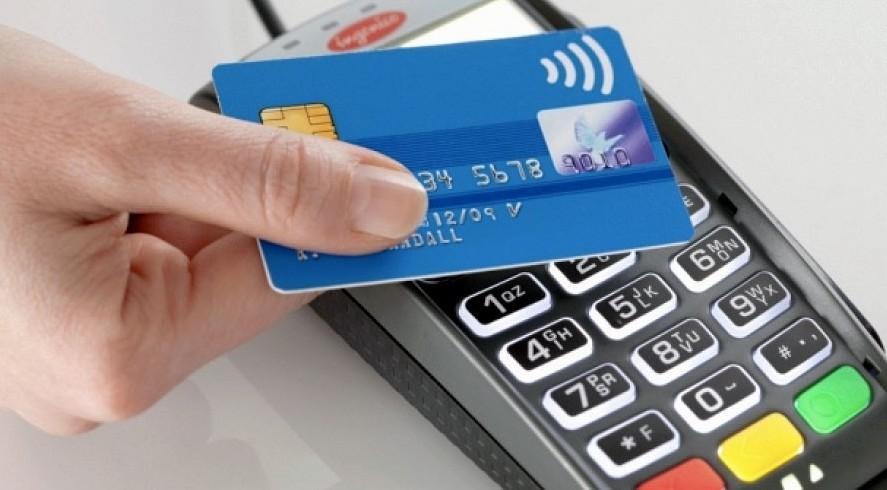Pagamenti con carte: stop a costi extra