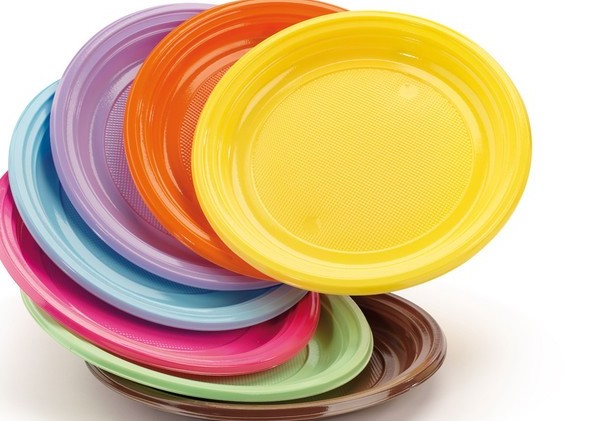 Piatti di plastica, richiamati da punti