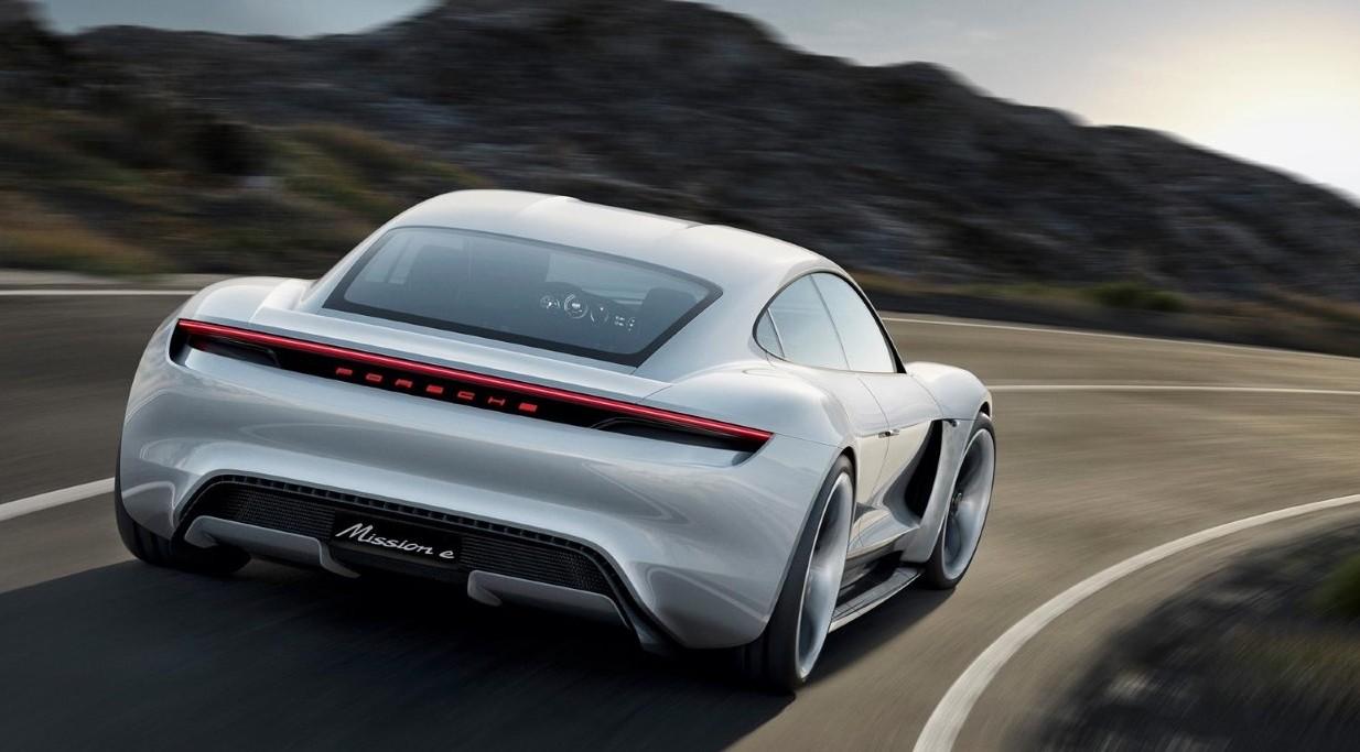Porsche, blocco in tutta Europa. Si poss