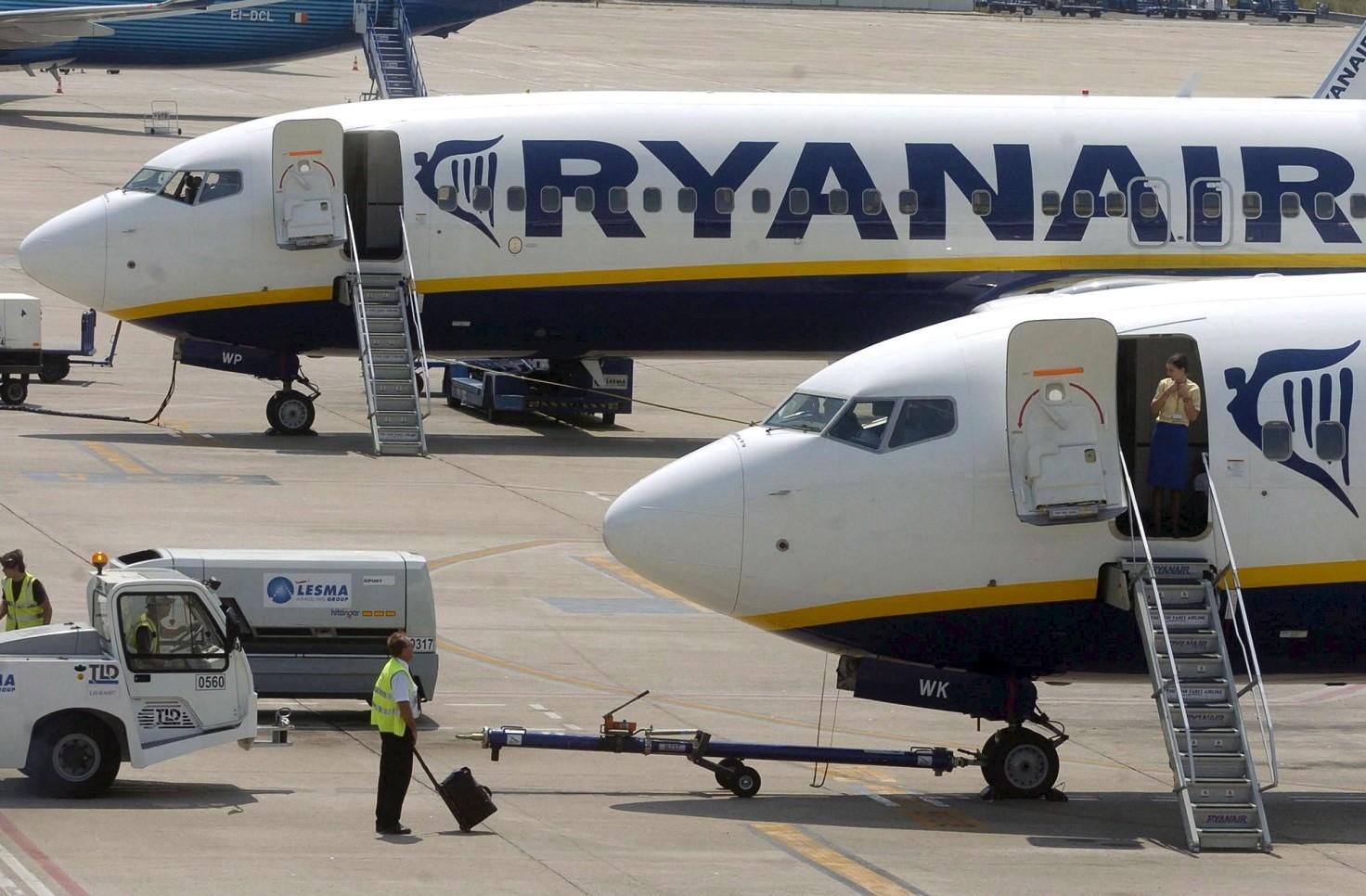 Ryanair, calo di pressione. Video e imma