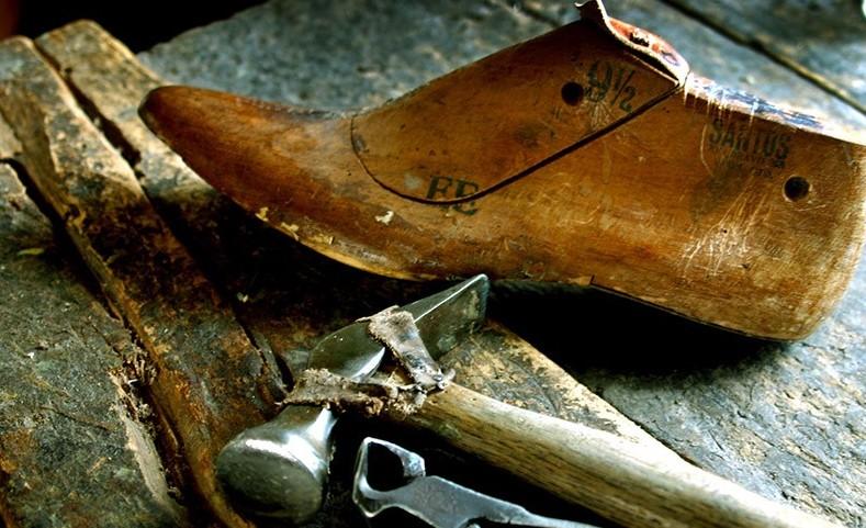 Scarpe usa e getta, la lotta dei 92 calz