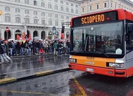 Blocco traffico Roma oggi targhe alterne