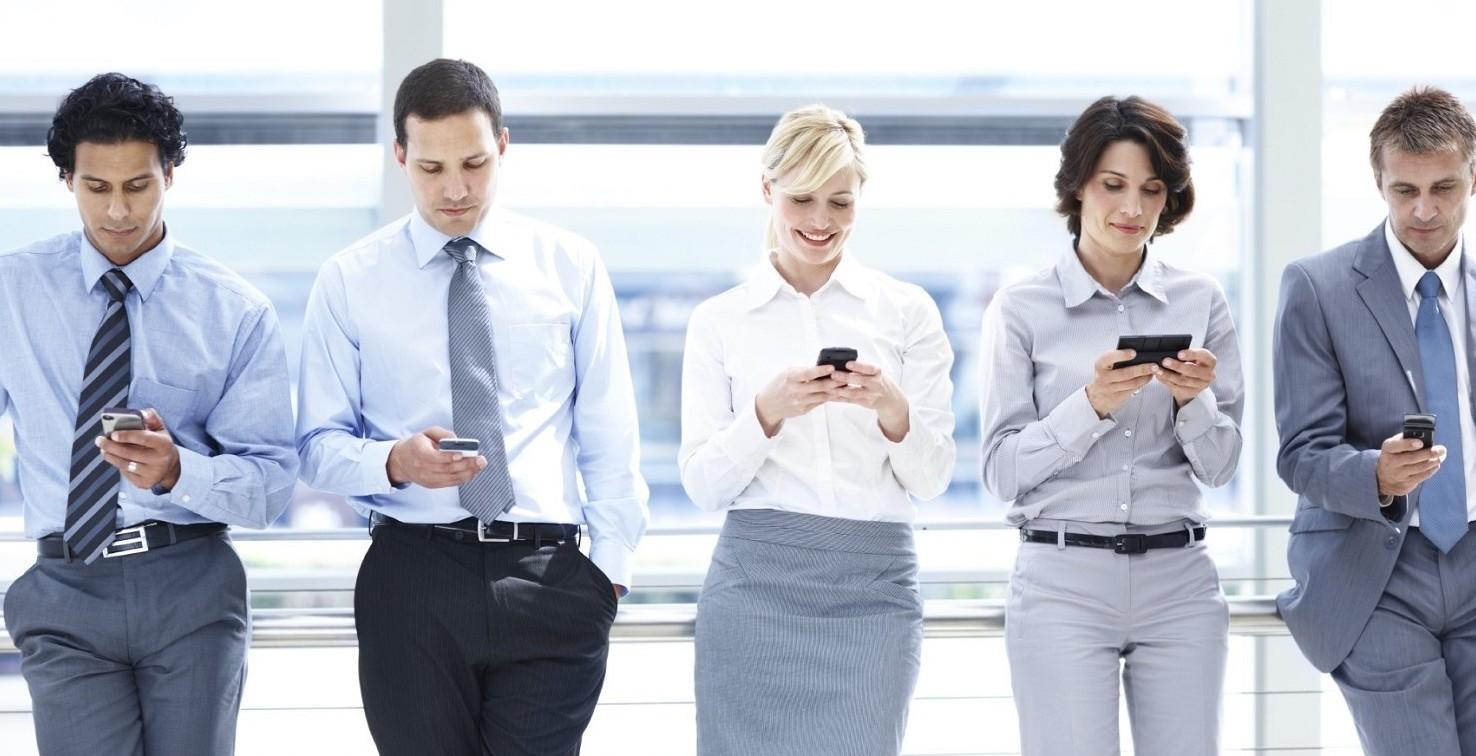 Smartphone, quando il distacco dal cellu