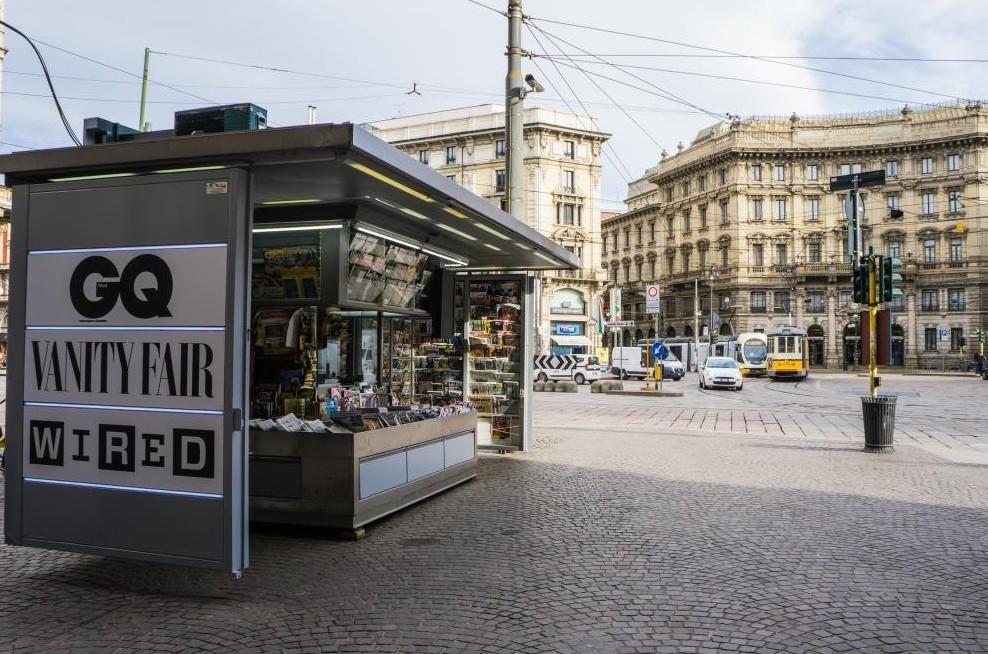 Starbucks a Milano sfratta l'edicola