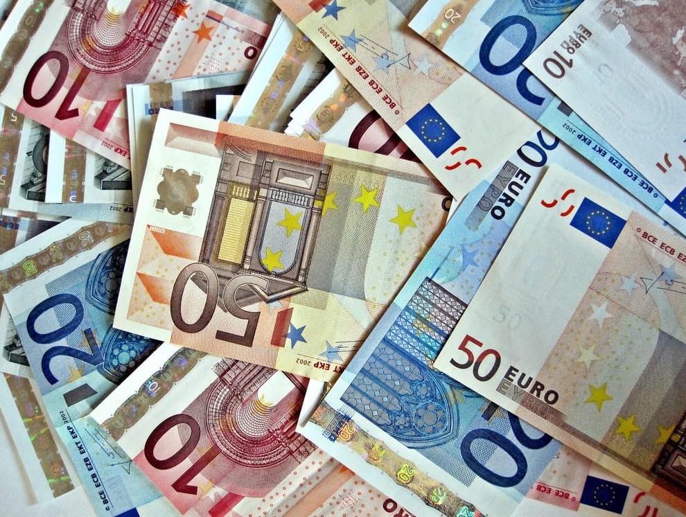 Stipendi: bonus e aumenti e welfare vari