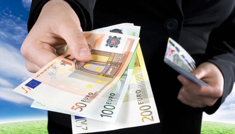 Stop ai pagamenti in contanti da Luglio.