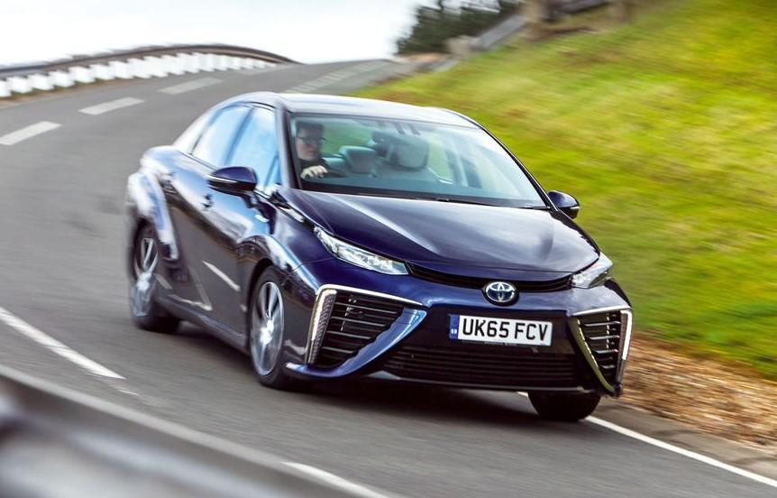 Toyota Mirai, la prima auto ad idrogeno