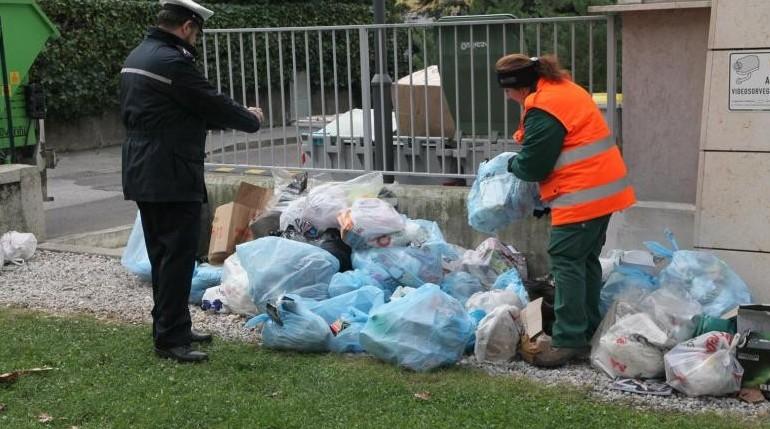 Numerosi assegni scovati nei rifiuti. Co
