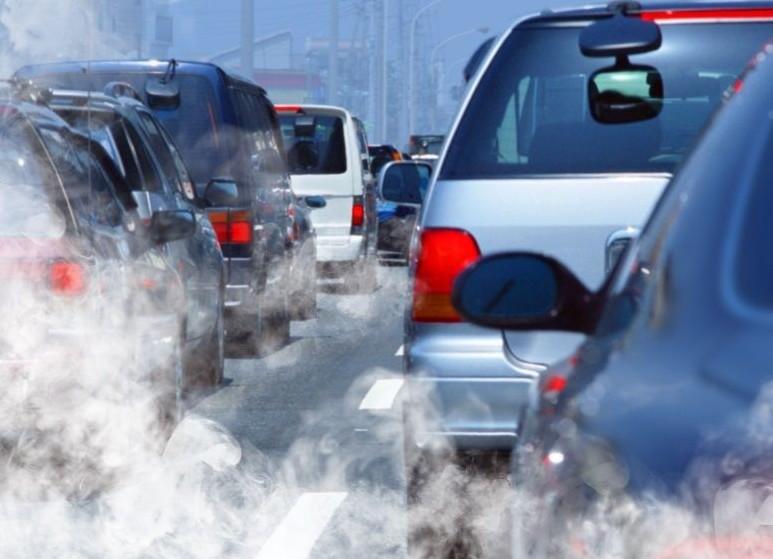 Ue, taglio obbligato per auto entro 2030