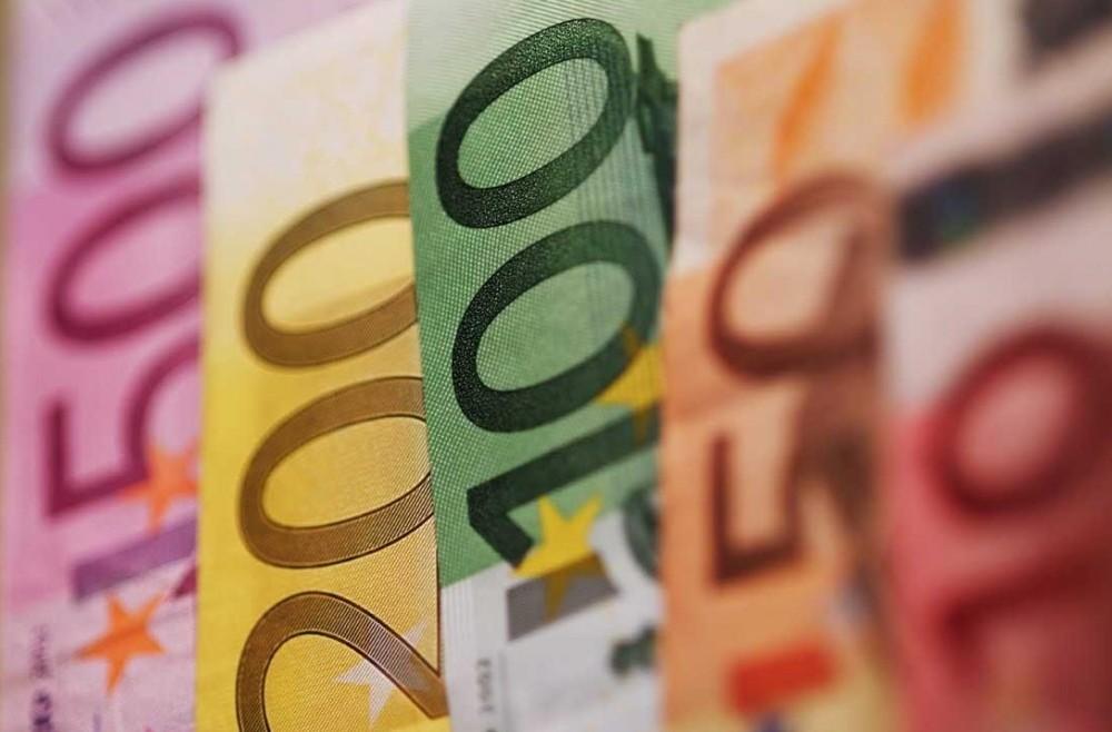 Contanti per ritiro pensione, acquisti,